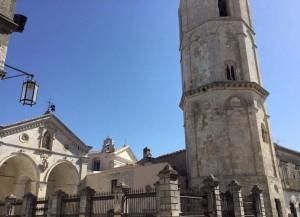 Santuario di San Michele Arcangelo, una linea retta, una linea sacra